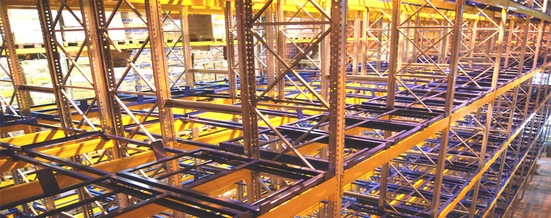 Rafturi Push Back pentru depozitare tunelizata in varianta FILO